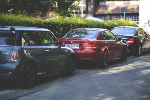 kaboompics-com_cars-parked-along-way-2