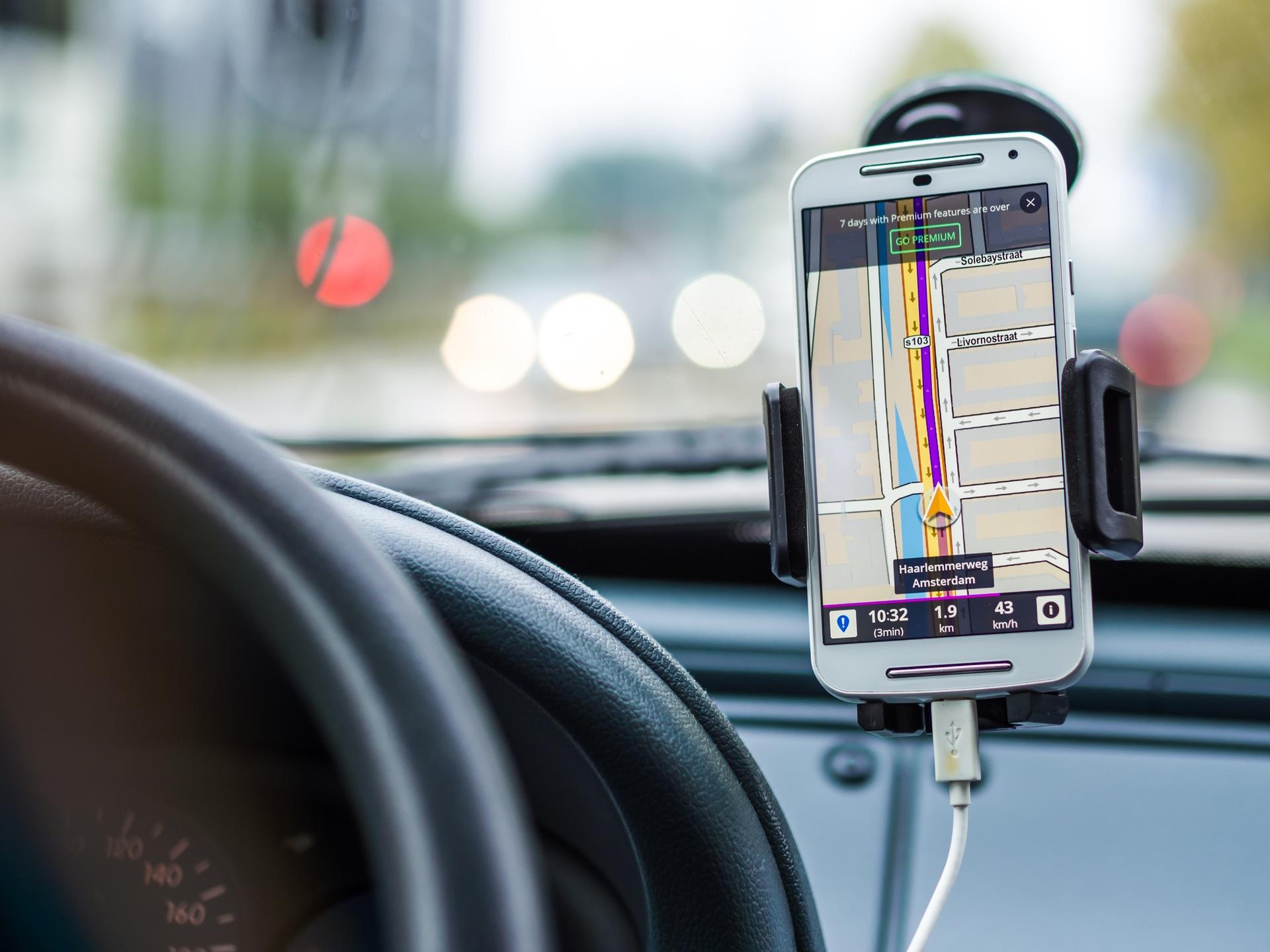 Nawigacja w wynajętym samochodzie