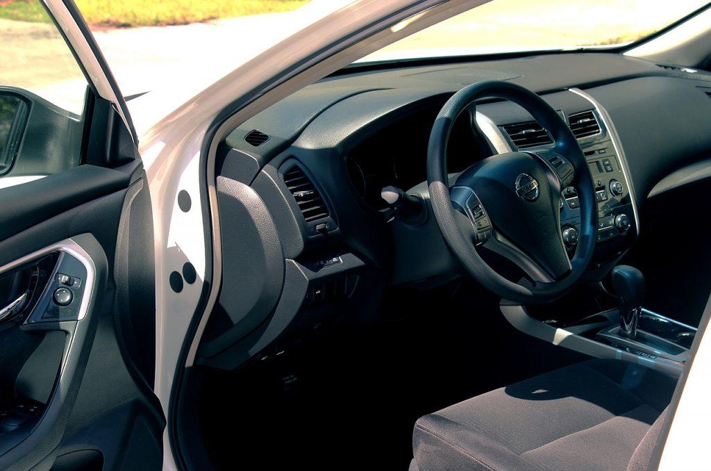 Wnętrze wynajętego auta